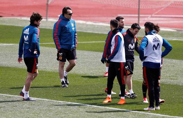 Soccer Football - Spain Training - Las Rozas, Spain - March 24, 2018 Spain coach Julen Lopetegui with the players during training REUTERS/Juan Medina