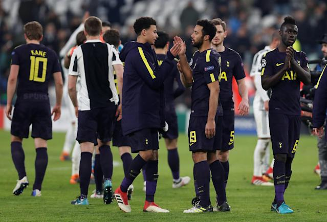 Soccer Football - Champions League - Juventus vs Tottenham Hotspur - Allianz Stadium, Turin, Italy - February 13, 2018 Tottenham's Mousa Dembele and Dele Alli shake hands after the match Action Images via Reuters/Paul Childs