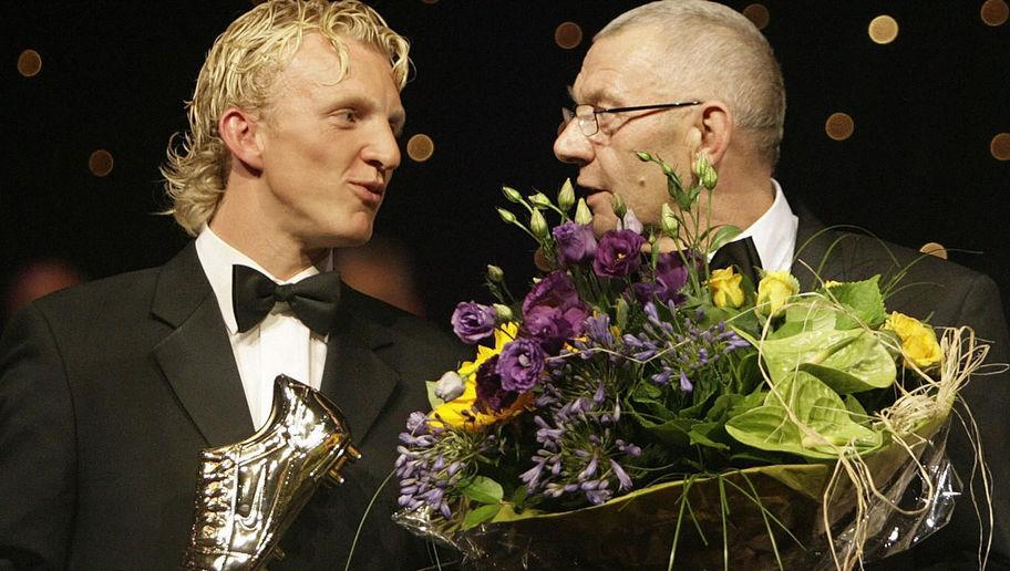 <p>2006 was a good year for Dirk.</p> <br /><p>The industrious young forward picked up the second Dutch Golden Shoe award of his career and secured a move to the Premier League's Liverpool. A year earlier he had been the top scorer in the Eredivisie with 29 goals in a season.</p> <br /><p>He traded being the main man at home to become a cult hero abroad as he made the switch to Merseyside.</p>