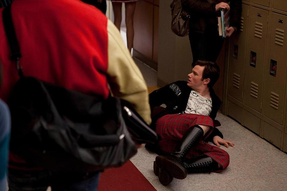 Kurt durante una escena de bullying en Glee