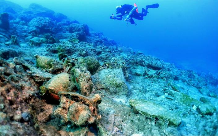 Divers found a Roman-era shipwreck and other wrecks dating back to Greece's classical and Hellenistic eras - Hellenic Ministry of Culture