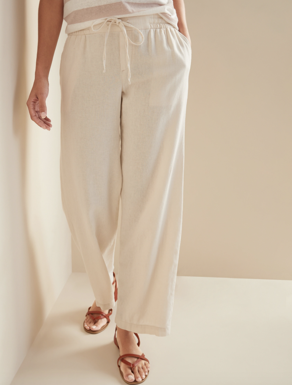 Mid-Rise Wide-Leg Linen-Blend Pull-On Pants (Credit: Old Navy)