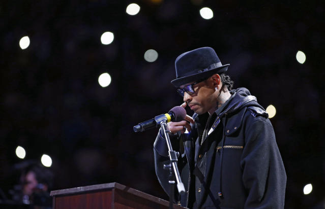 Former Philadelphia 76ers' Allen Iverson pauses while speaking during his retirement ceremony at half-time of an NBA basketball game between the Philadelphia 76ers and the Washington Wizards, Saturday, March 1, 2014, in Philadelphia. (AP Photo/Matt Slocum)