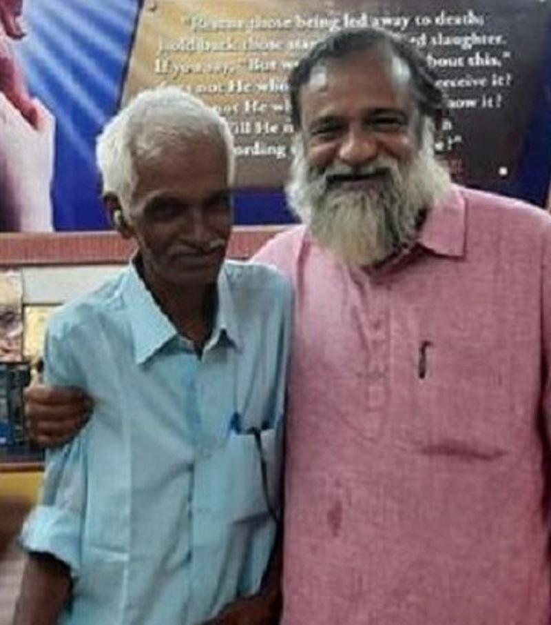 Thungal (left) hugged by the kind pastor who welcomed him to stay in the shelter for the past 45 years. ― Picture via Twitter/MoisesLopez