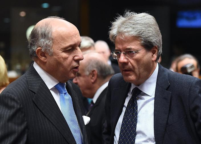 French Foreign Affairs Minister Laurent Fabius (L) speaks to his Italian counterpart Paolo Gentiloni during an EU foreign affairs council at the European Council in Brussels on February 9, 2015 (AFP Photo/Emmanuel Dunand)