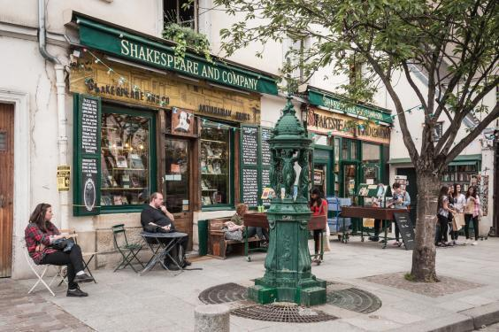 Shakespeare & Co has its own cult following (istock)