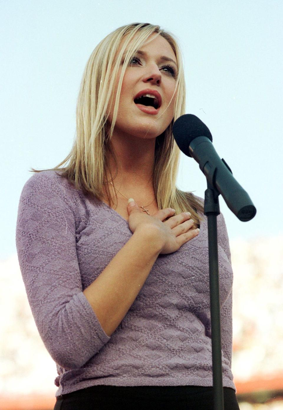 US folk singer Jewel performs the US national anthem on Jan. 25, 1998 before Super Bowl XXXII at Qualcomm Stadium in San Diego, California.The defending champion Green Bay Packers playedthe Denver Broncos.