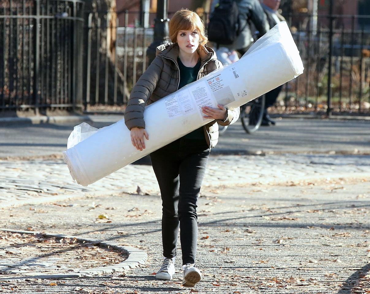 Anna Kendrick does some heavy lifting while shooting her latest film in N.Y.C. on Friday.