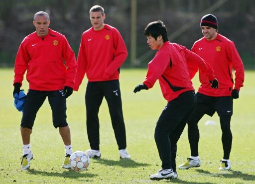 Dong Fangzhuo (front) trains with Manchester United teammates (from left) Tim Howard, Nemanja Vidic and Owen Hargreaves ahead of a Champions League match against Lyon in March 2008