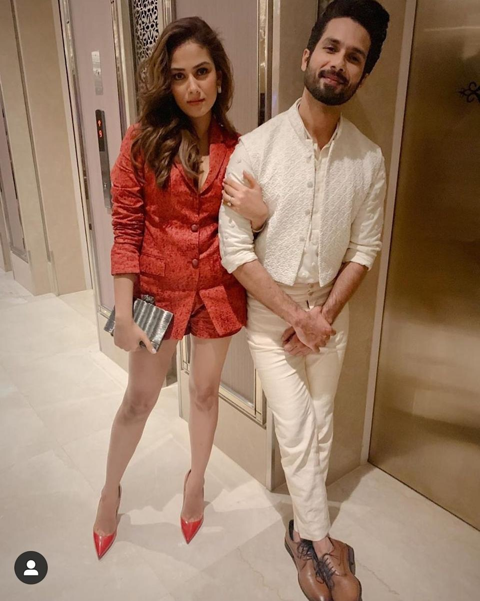 The power couple showed up looking breathtakingly gorgeous at the Lakme Fashion Week 2019, and the lady certainly worked towards rising the temperature a few degrees up. Shahid in white and Mira in hot red brocade jackets-and-shorts co-rd pieces, complimented each other in their own unique way.