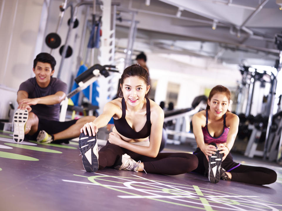 People exercising in a gym. (Photo: Getty Creative)