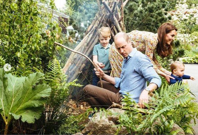 Kate and William with kids prince George, princess Charlotte and prince Louis in garden