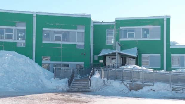 Aqsarniit Middle School pictured in 2018. The Nunavut government has released its plan for schools amid COVID-19 pandemic for the 2021-22 school year. (Dave Gunn/CBC - image credit)