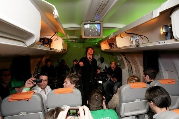 <strong>Jamiroquai's Jay Kay performs live in the sky</strong> Jamiroquai frontman Jay Kay performs Sony Ericsson's Gig in the Sky on board a private jet at an altitude of 35,000 between Munich, Germany and Athens, Greece. The mid-air gig broke the Guinness World Record for the 'Highest and Fastest Ever Concert' back in 2007.