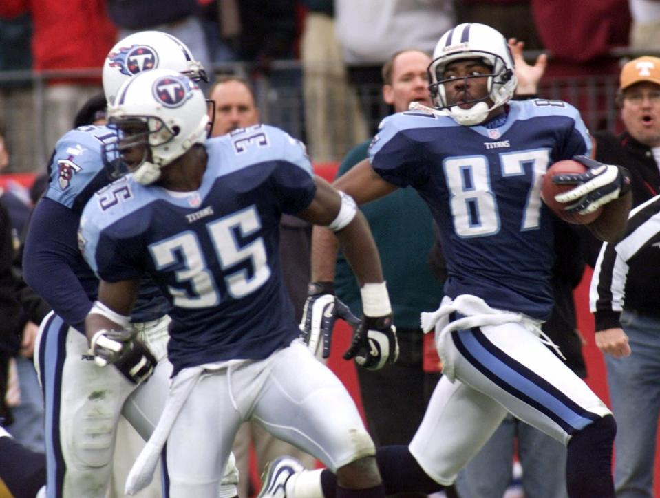 Tennessee Titans wide receiver Kevin Dyson (87) looks back as he returns a kickoff to beat the Buffalo Bills. (AP Photo/Wade Payne, File)