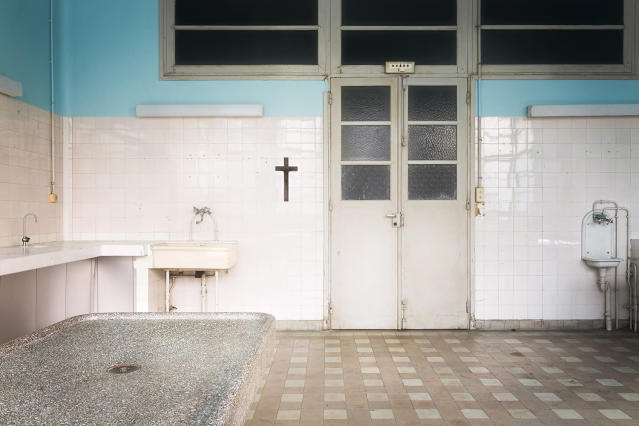 <p>This abandoned building was once a morgue. (Photo: Roman Robroek/Caters News) </p>