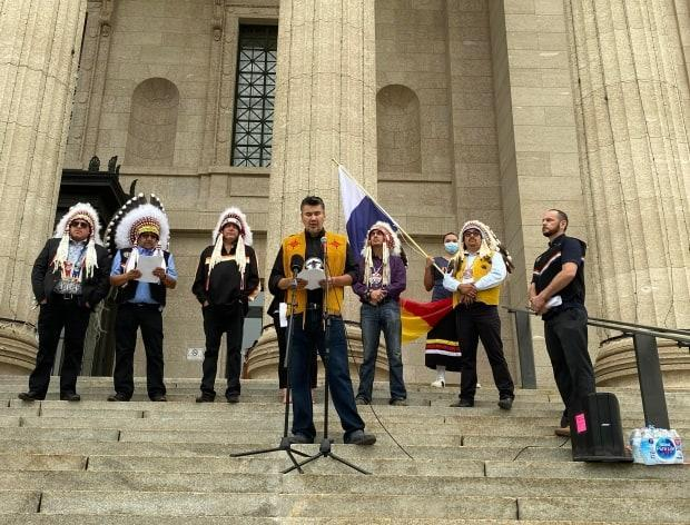Ted Bland, former chief of York Factory First Nation, addresses a crowd Monday on the steps of the Manitoba Legislature as part of a call to action by the Summit of Treaty 5 Sovereign Nations following remarks by Premier Brian Pallister and cabinet minister Alan Lagimodiere. (Patrick Foucault/Radio-Canada - image credit)