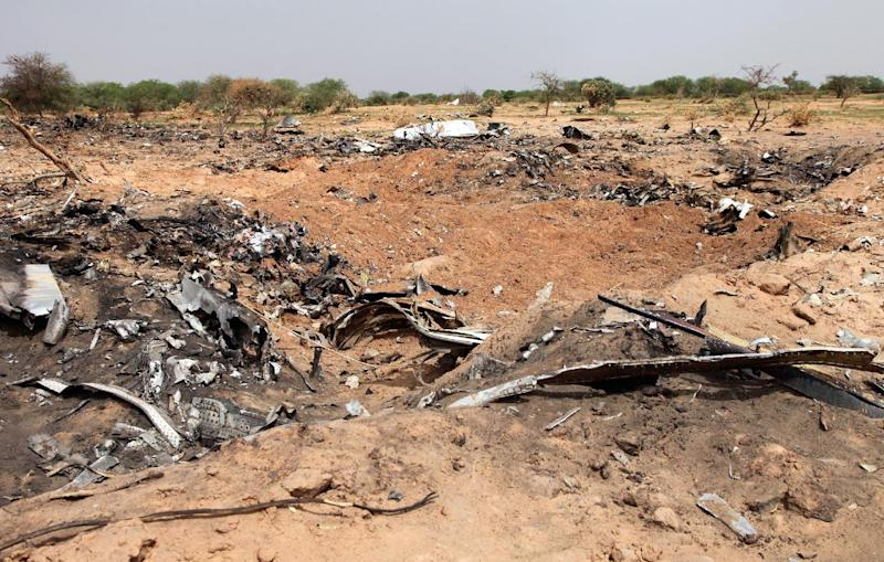 Wreckage from the Air Algerie flight AH5017 that crashed in northern Mali lays scattered at the site on August 2, 2014 (AFP Photo/Sebastien Rieussec)