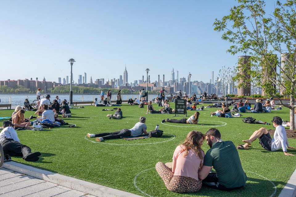 Experts continue to theorize that the coronavirus may be spreading through asymptomatic cases. Here, New Yorkers practice social distancing in a Brooklyn park. (Photo: Getty Images).