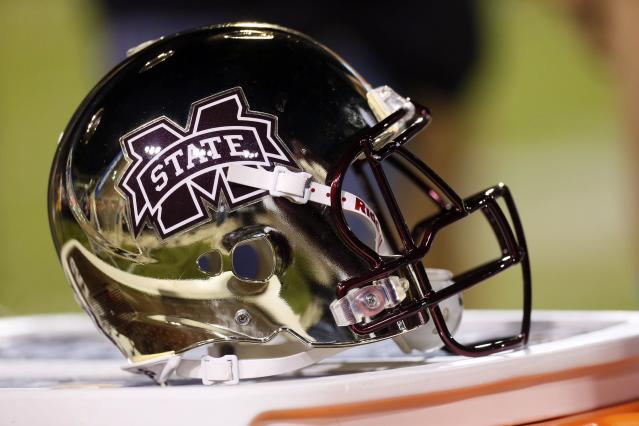 Mississippi State awards walk-on LB DeAndre Ward with a scholarship (Video)