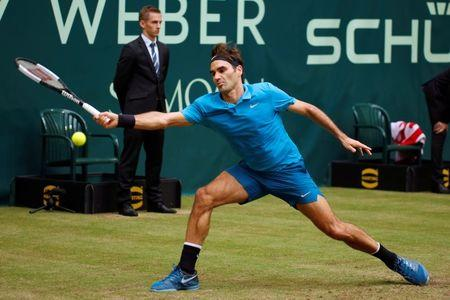 Look Federer breezes into Wimbledon 2nd round