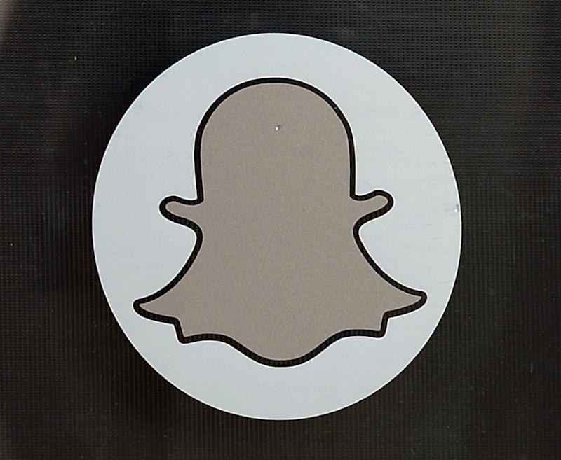 Committee meeting: Snapchat rolls out 16-person group messaging