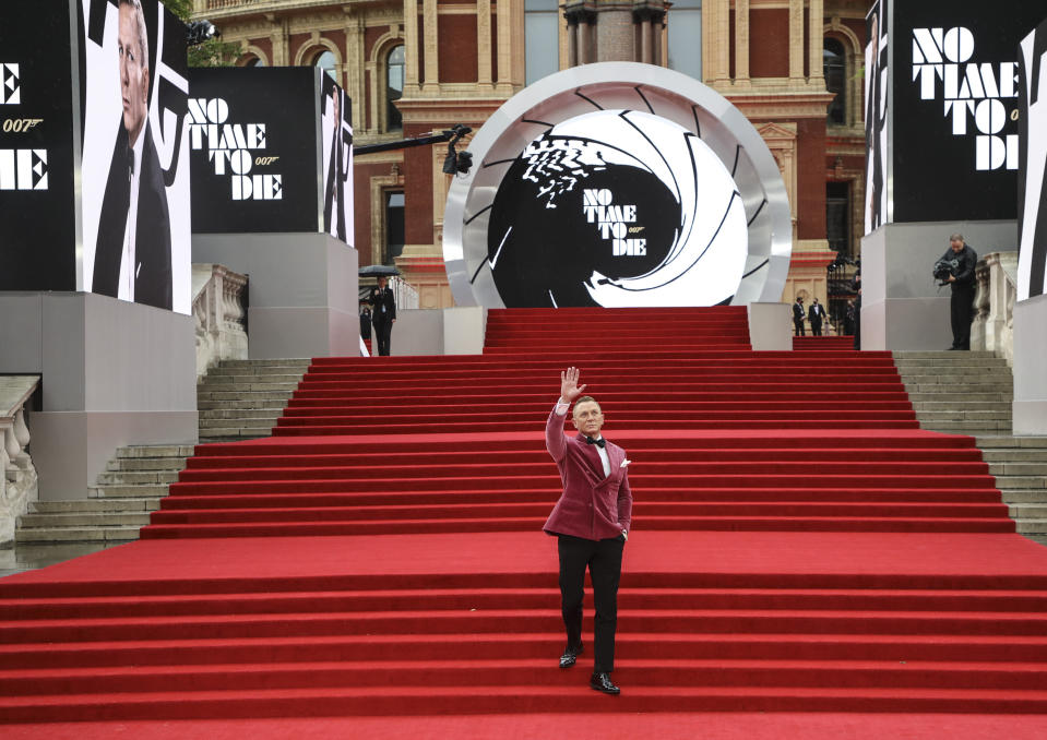 Daniel Craig poses for photographers upon arrival for the World premiere of the film 'No Time To Die', in London Tuesday, Sept. 28, 2021. (Photo by Vianney Le Caer/Invision/AP)