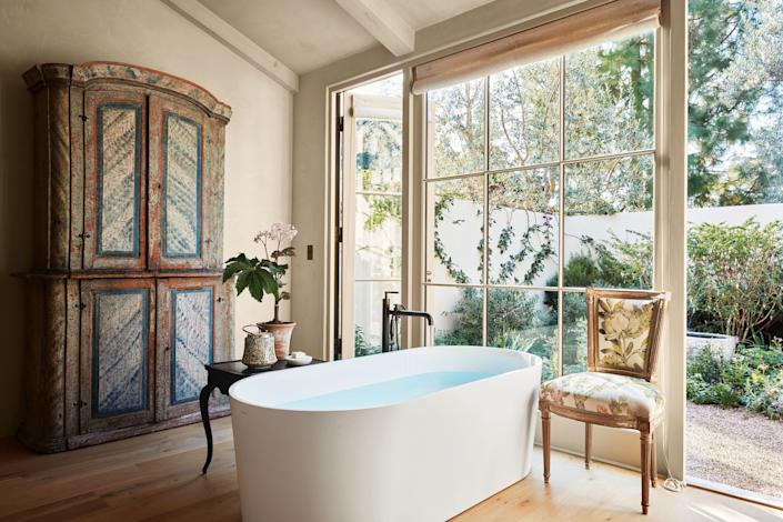 Floral charm, traditional furniture, and understated whimsy bring classic decorator details to the bath. Shown is the Montecito, California, home of designer Suzanne Rheinstein.