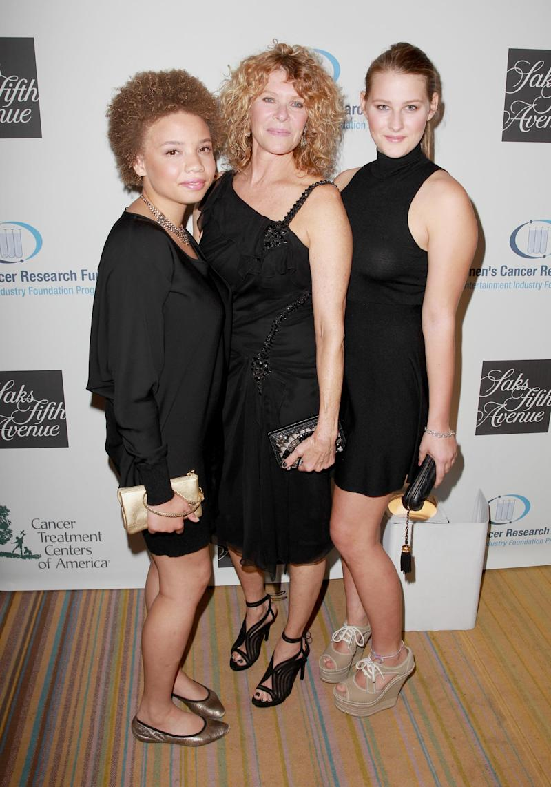 Mikaela with her mother, Kate Capshaw, and sister Destry Allyn Spielberg (Getty Images)
