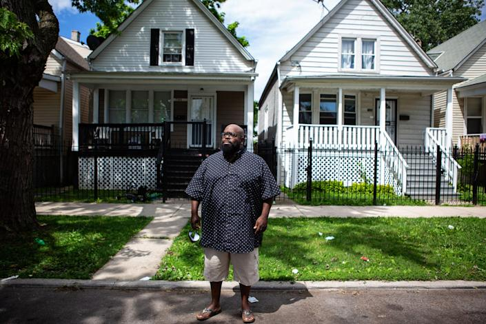 "Donovan Price in front of the home where 13-year-old Deon Williams was shot and killed. <span class=""copyright"">(Jason Armond / Los Angeles Times)</span>"