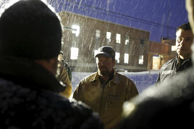 Harney County Sheriff David Ward meets with members of the Pacific Patriots Network, January 9, 2016. (Photo: Jim Urquhart/Reuters)