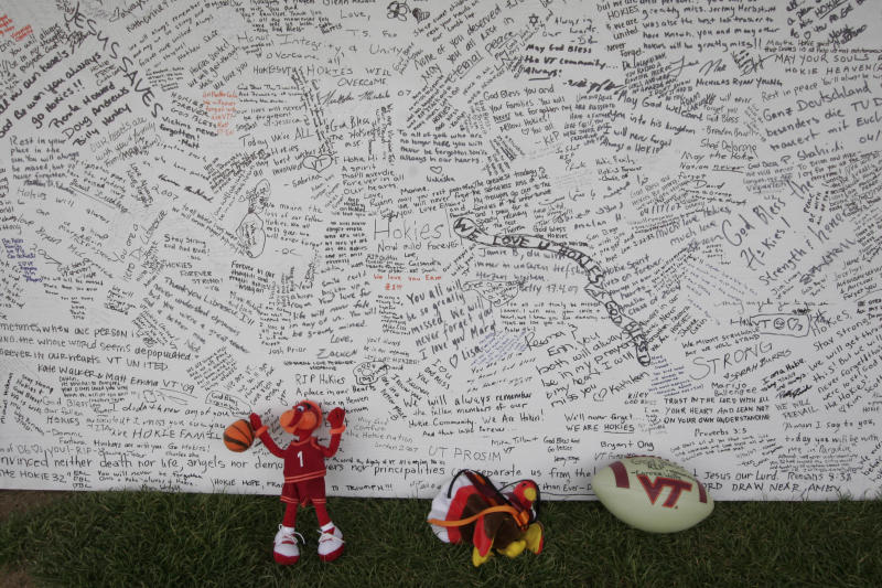 Virginia Tech marks 10 years after shooting that killed 32