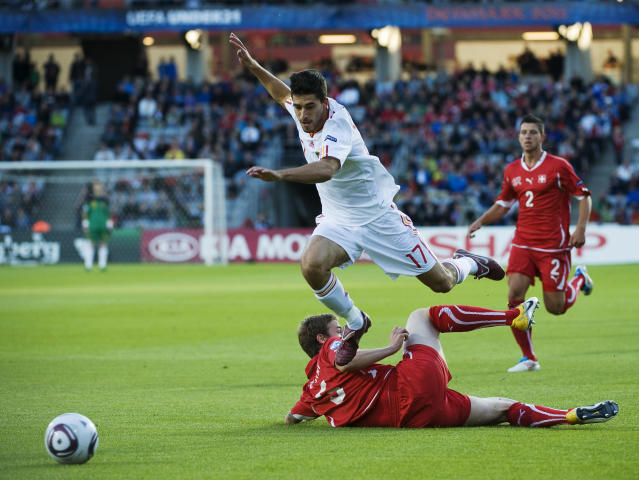 Spain's Didac Vila vies with Swiss Fabio Daprela during the UEFA Under-21 European Championship final match Spain vs Switzerland at the Aarhus Stadium, on June 25, 2011. AFP PHOTO/JONATHAN NACKSTRAND (Photo credit should read JONATHAN NACKSTRAND/AFP/Getty Images)