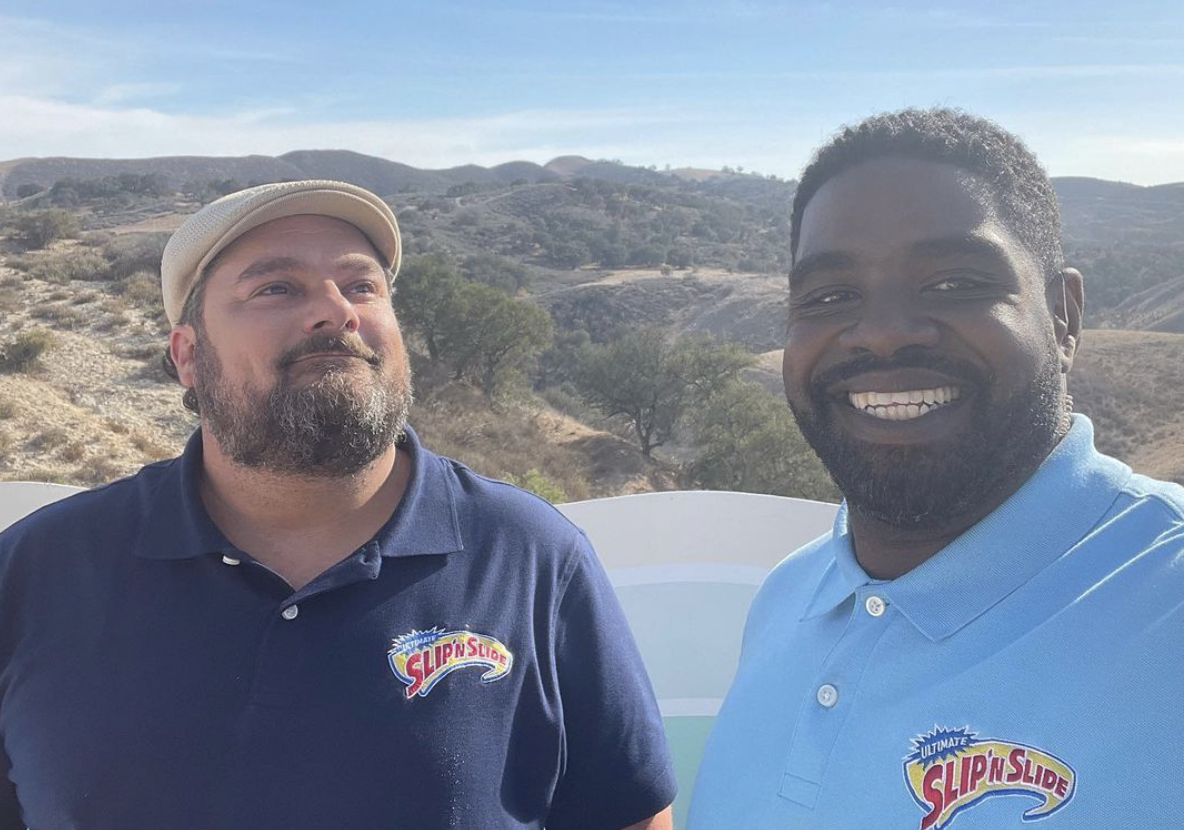 Bobby Moynihan and Ron Funches are set to host