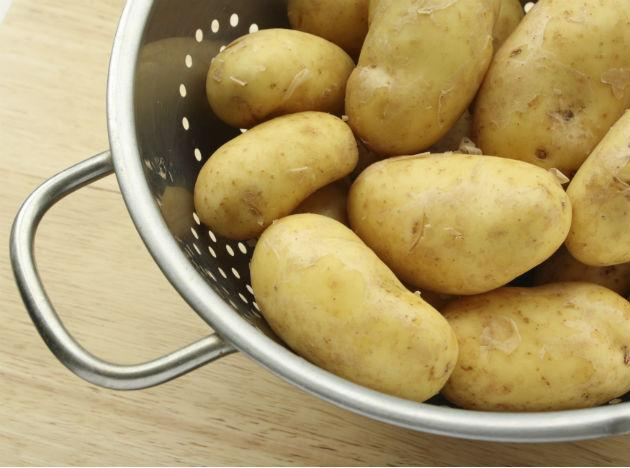 <b>Potatoes</b>: One of the most commonly eaten vegetable across the world, a potato plant is actually poisonous. Everything except the bulbs, that we consume, is extremely harmful. If you consume the leaves of the potato plant in surfeit quantities it can prove to be fatal.