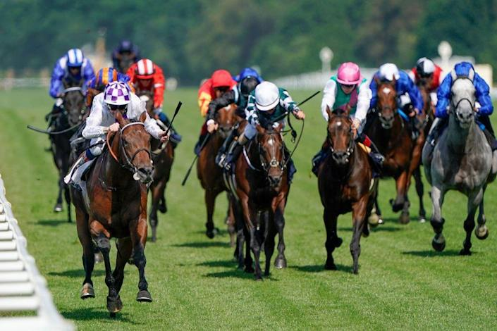 <p>Jockey Kevin Manning and his horse Poetic Flare were ahead of the pack and maintained the lead. <br></p>