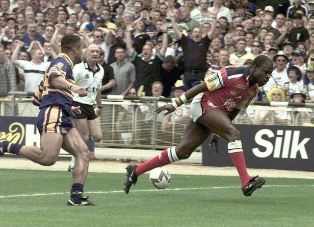 Rugby final Offiah try