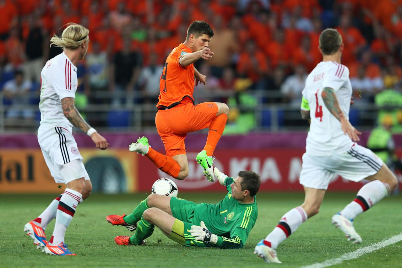 KHARKOV, UKRAINE - JUNE 09:  Klaas Jan Huntelaar of Netherlands tries to chip the ball over goalkeeper Stephan Andersen of Denmark during the UEFA EURO 2012 group B match between Netherlands and Denmark at Metalist Stadium on June 9, 2012 in Kharkov, Ukraine.  (Photo by Julian Finney/Getty Images)