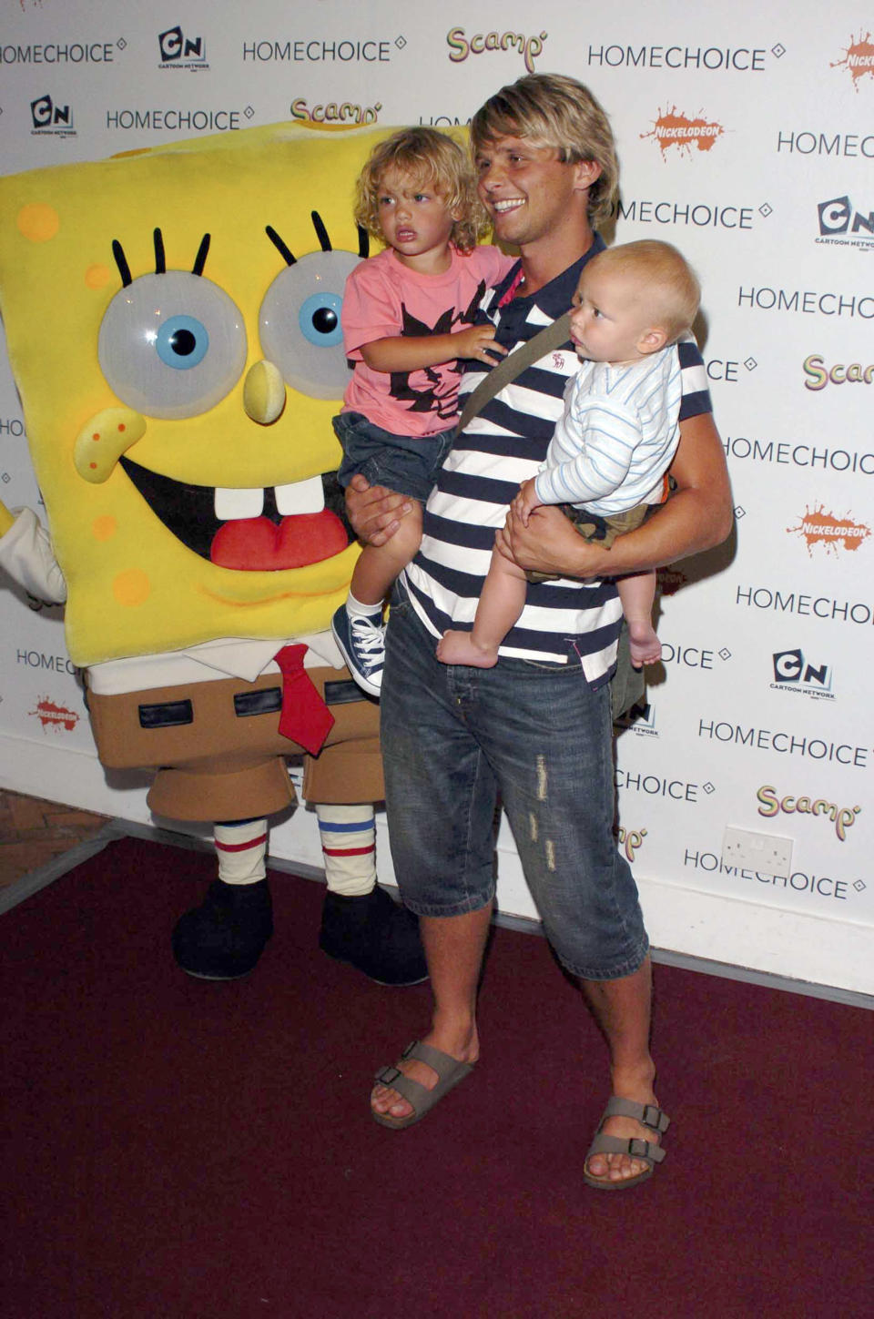 Jeff Brazier and his sons Bobby Jack (L) and Freddie (R) attend the HomeChoice Enchanted Wood Tea Party at The Music Room on July 20, 2005 in London, England.  (Photo by Chris Harding/Getty Images)