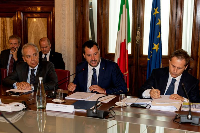 Il vicepremier Matteo Salvini con Armando Siri all'incontro al Viminale con i sindacati (Photo by Stefano Montesi - Corbis/ Getty Images)*** Local Caption ***Matteo Salvini; Armando Siri; Matteo Piantedosi