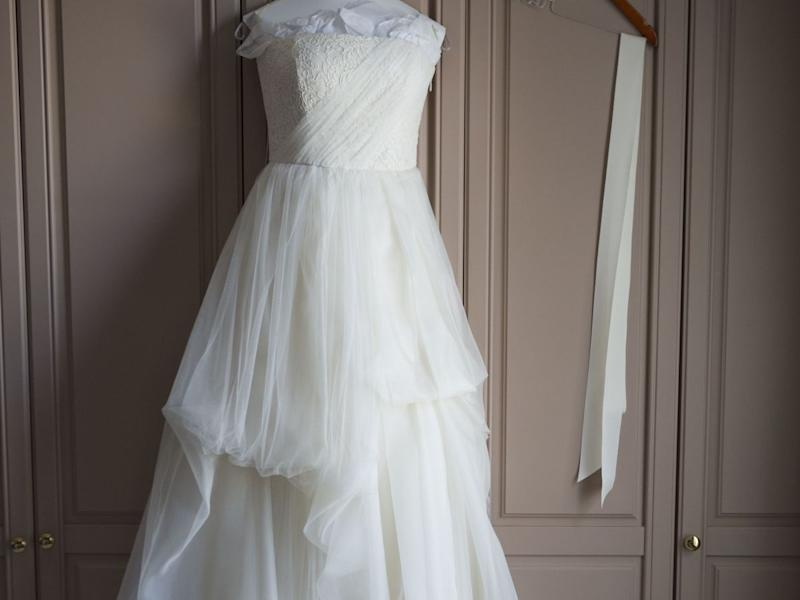 thats what led australian lauryn lawrence to sell her wedding dress on