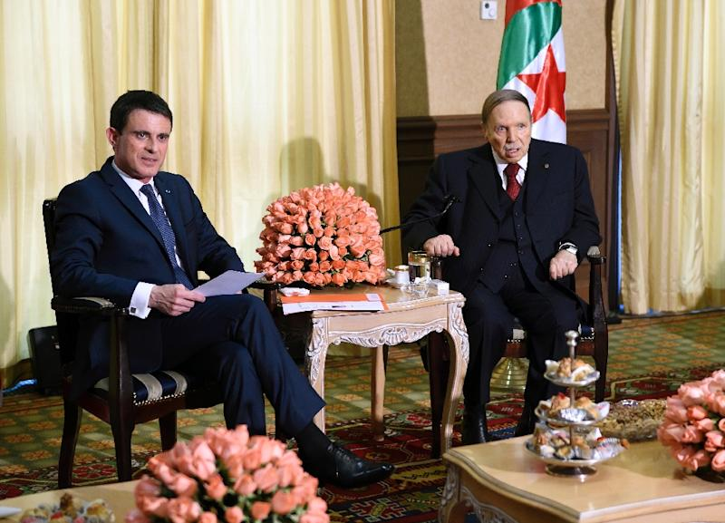 French Prime Minister Manuel Valls (L) meets Algerian President Abdelaziz Bouteflika at his residence in Algiers, during an official visit on April 10, 2016 (AFP Photo/Eric Feferberg)