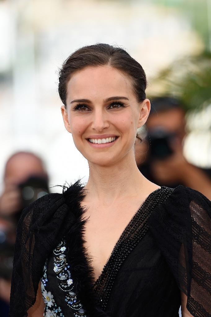 """Actress and director Natalie Portman poses during a photocall for her film """"A Tale of Love and Darkness"""" at the 68th Cannes Film Festival in Cannes, southeastern France on May 17, 2015 (AFP Photo/Anne-Christine Poujoulat)"""