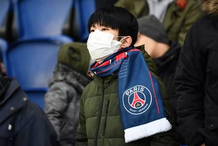 87277876_A Paris' supporter wears a protective face mask as a protection against the new coronoa.jpg