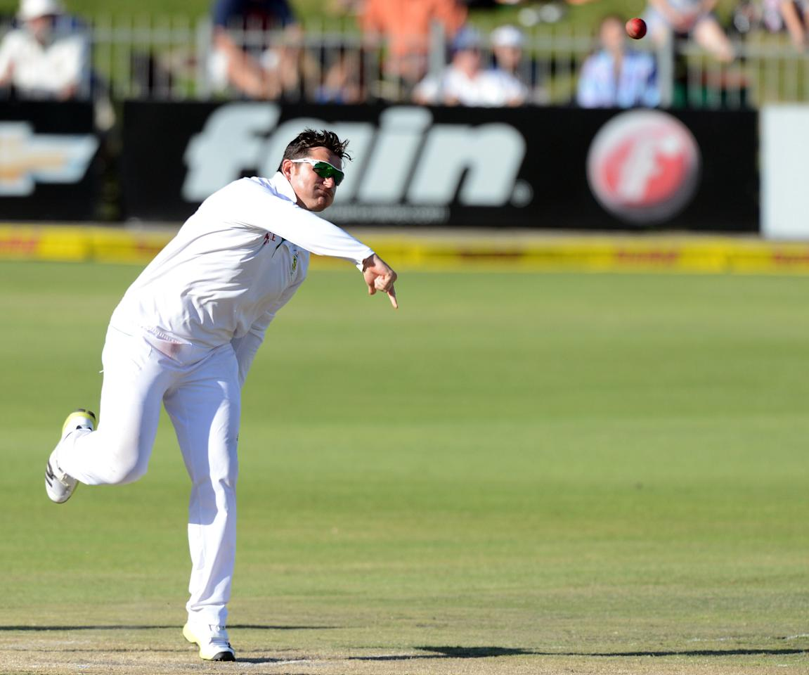 PORT ELIZABETH, SOUTH AFRICA - JANUARY 13: Graeme Smith of South Africa bowls during day 3 of the 2nd Test match between South Africa and New Zealand at Axxess St Georges on January 13, 2013 in Port Elizabeth, South Africa (Photo by Duif du Toit/Gallo Images/Getty Images)