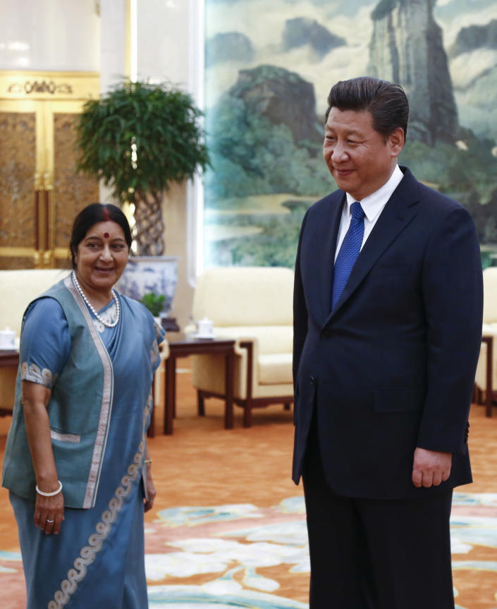 Indian Foreign Minister Sushma Swaraj (left) and Chinese President Xi Jinping meet at the Great Hall of the People in Beijing on February 2, 2015 (AFP Photo/Rolex Dela Pena)