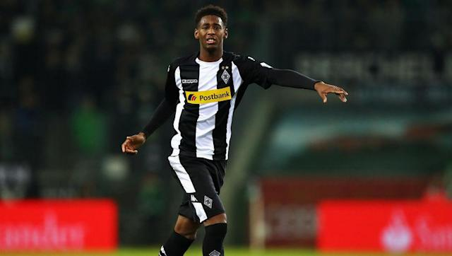 """<p><strong>Transfer: West Ham to Borussia Monchengladbach</strong></p> <br><p>Bundesliga side Borussia Monchengladbach reportedly <a href=""""http://www.90min.com/posts/5935449-monchengladbach-launch-10m-bid-for-west-ham-starlet-reece-oxford-after-loan-spell-is-cut-short"""" rel=""""nofollow noopener"""" target=""""_blank"""" data-ylk=""""slk:submitted"""" class=""""link rapid-noclick-resp"""">submitted</a> a £10m bid for young West Ham United starlet Reece Oxford, after the versatile defensive player impressed during a loan spell in Germany during the first half of this season. </p>"""