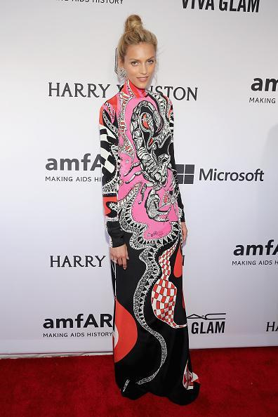 There are few women in the world that can wear a long-sleeve, floor-length Pucci dress but model Anja Rubik did it fearlessly — and had a litle fun, too!