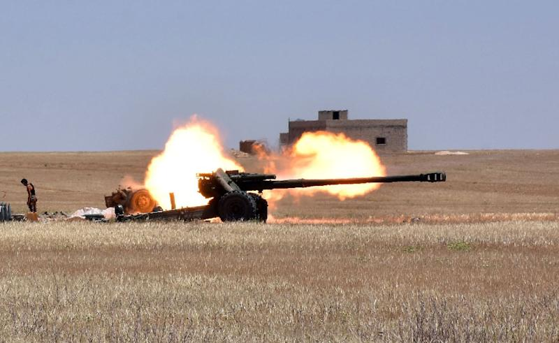 Syrian forces fire artillery during clashes with Islamic State fighters in Aleppo province