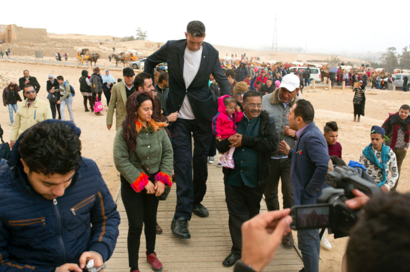 Egypt hosts the world's tallest man and the world's shortest woman